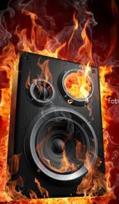 casse acustiche in fiamme
