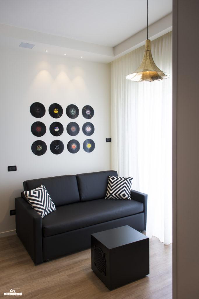 Sic112 diffusori filo muro  Garvan installata per sistemi audio in Hotel presso suite Tono Hotel Litoraneo